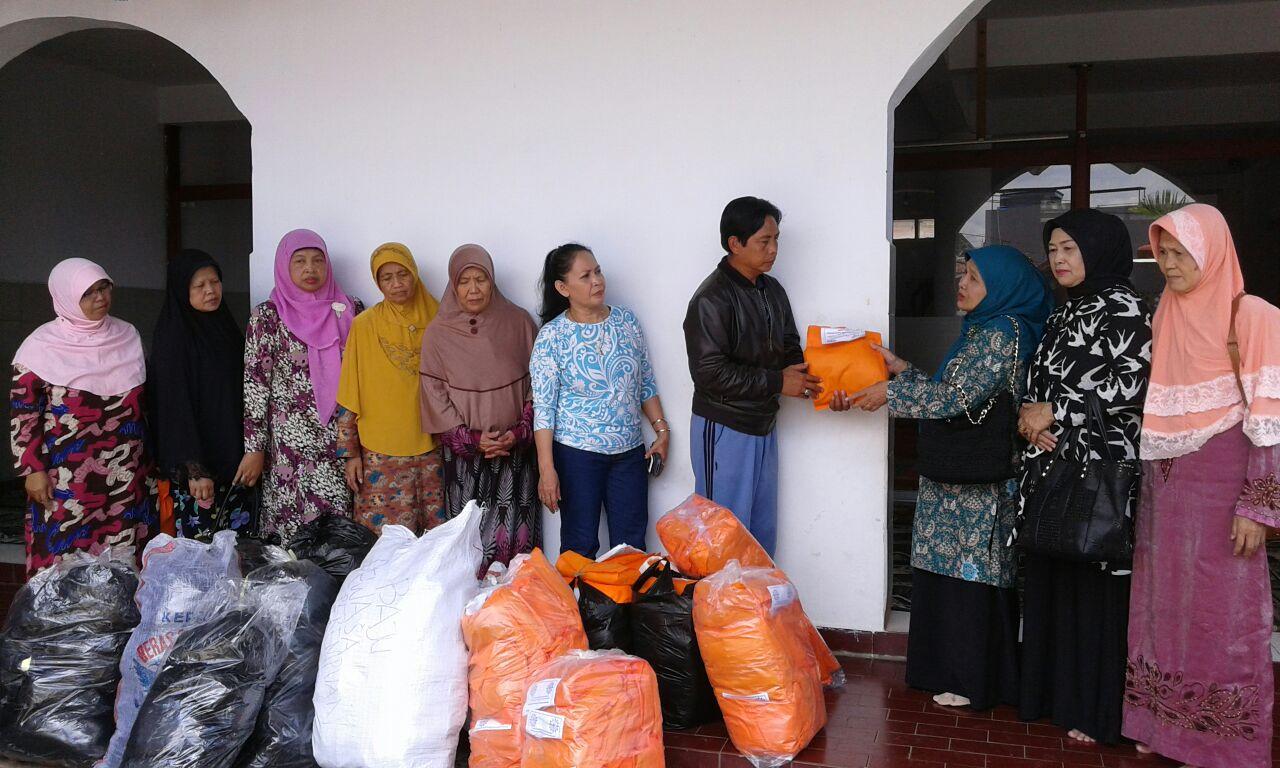 pemberian bantuan bencana banjir bandang garut